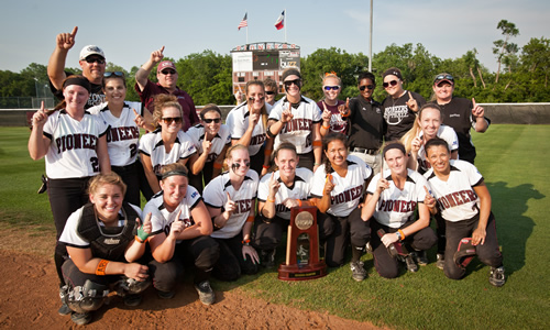 photo of the 2013 TWU Pioneers softball team, South Central Super Regional Champions