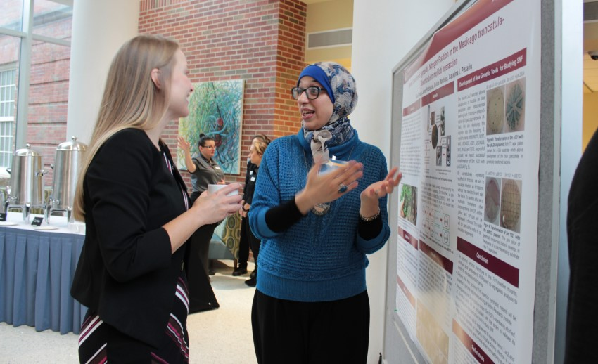 Student presenting research at Celebration of Science 2018