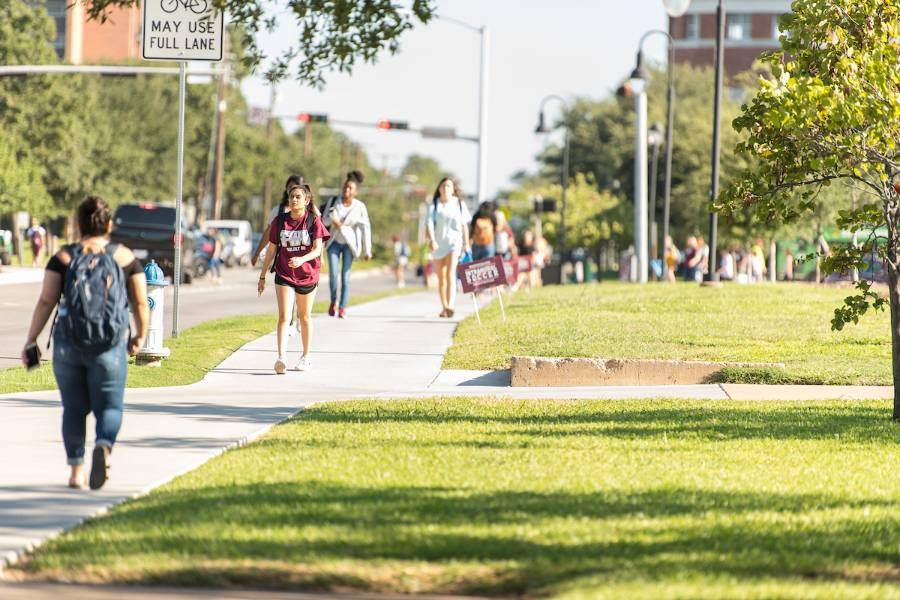 TWU commuters walk to campus along Bell Ave