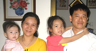 photo of nguyen and family
