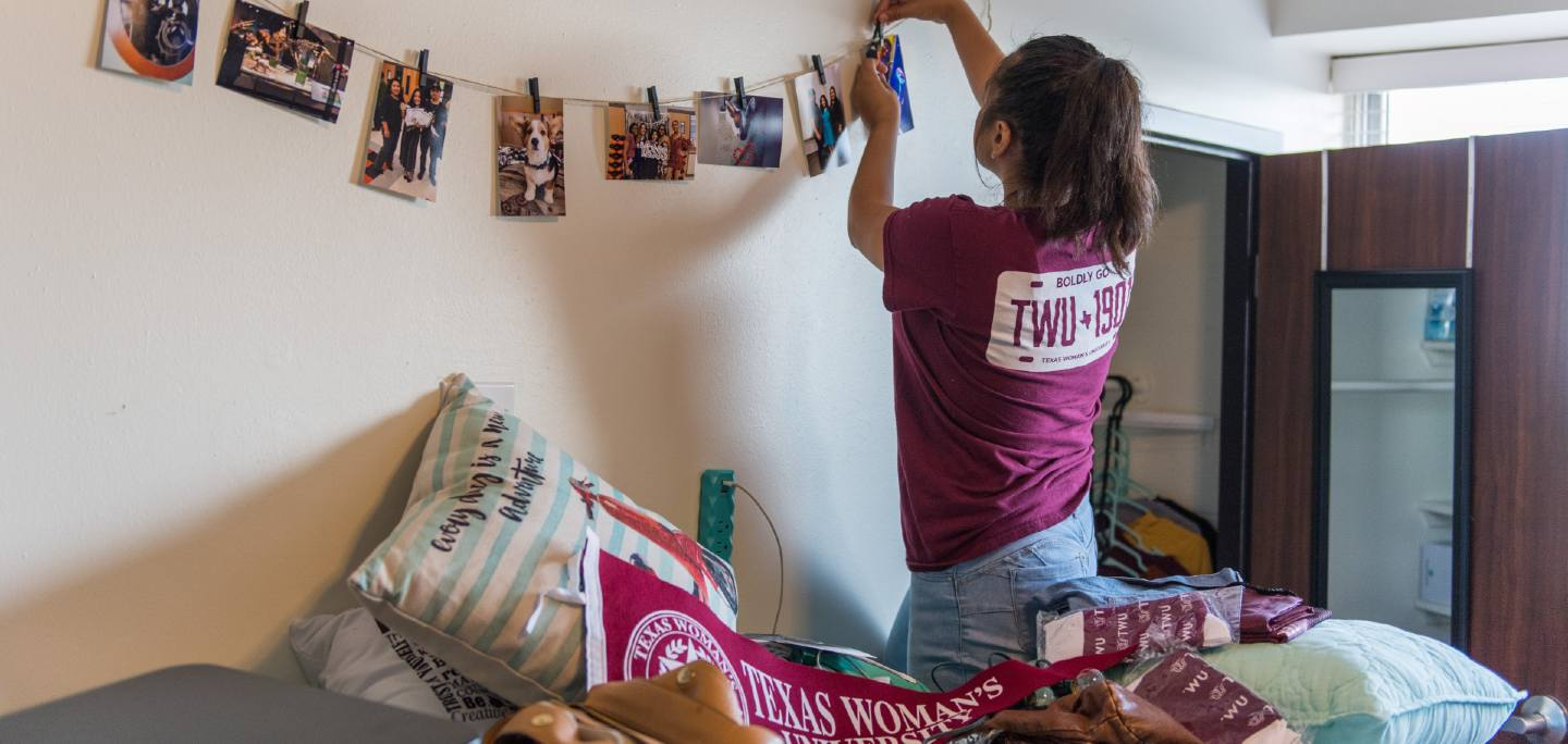 student moving into residence halls