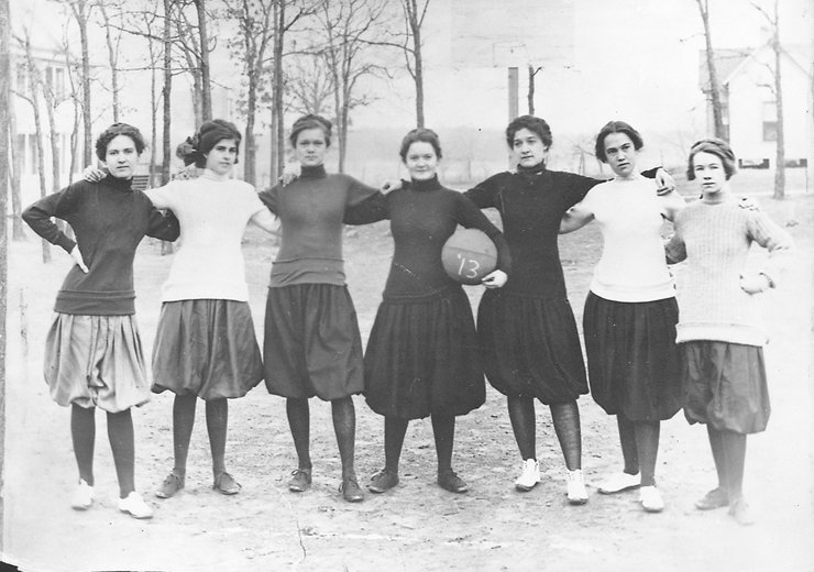 1913 basketball team