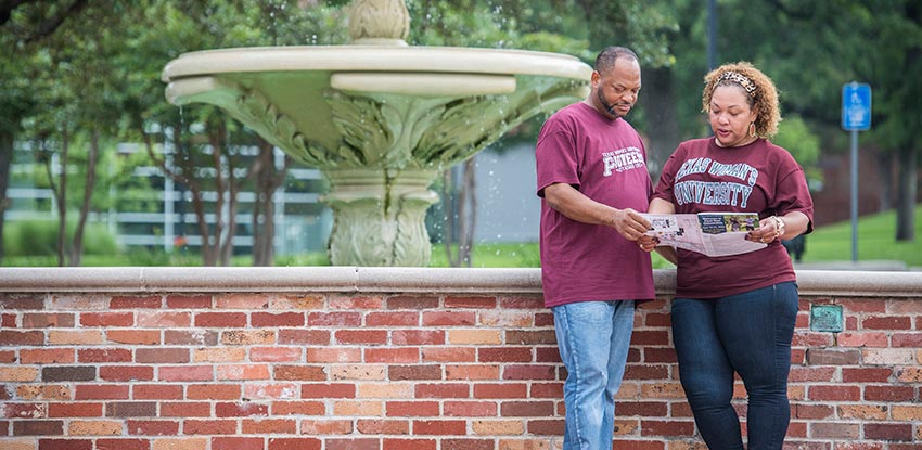 TWU Parents by the Fountain